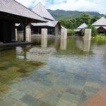 Un bassin à coté du lobby sud