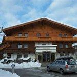 Eines der wenigen Gebäude im alpinen Stil