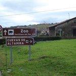 Camino a pie desde la posada a las cuevas de Altamira