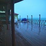 La terrasse sur mer de l'hôtel (sous la pluie...)