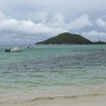 El mar de Port Glaud y una de las islas frente al hotel