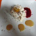 Nougat, coulis framboise et lait amande caramel