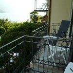 proximity of neighbouring balcony