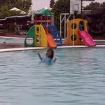 Kolam renang untuk anak