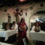 Bailarina en la cena medievalun viaje de descanso, placer y diversión.  P.D. No dejo de mencion