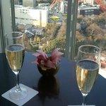 タワーを見ながらシャンパン