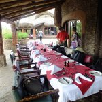 Flot borddækning til vores første frokost, Serengeti Serena Safari Lodge
