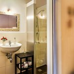 Lambrusco - Bathroom