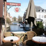Terrasse avec vue sur le canal
