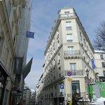 Hotel von der Rue Ravignan aus gesehen