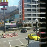 hotel diplomátic, al lado de McDonald!