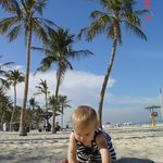 пляж от отеля- джумейра бич парк платный