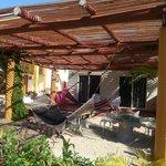 Hamacas afuera de las habitaciones de Planta Baja