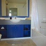 Bathroom, Queen Suite.