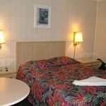 Single Room (1 bed, refrigerator, Flat TV, Wi-fi, Bathroom, A/C)