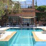 vue piscine, salle de massage, hammam