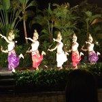 Espectáculo de danza durante la cena