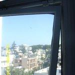 Broken window hinge