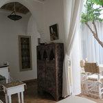 Le salon ouvert sur le patio