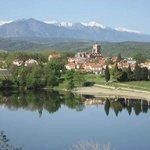 Le village de Vinça et son lac