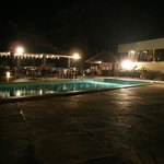 La terrasse , avec la piscine