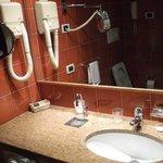 Michelangelo Hotel - Bathroom