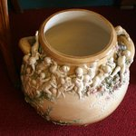 Вот такая вот необычная ваза в музее