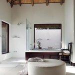 Londolozi Pioneer Camp Suite Bathroom
