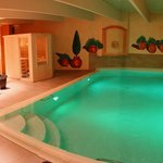 Piscine intérieure et sauna