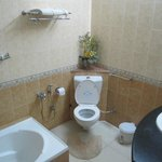 Spacious Bathroom with separate shower