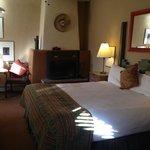 Single king bed room in La Tienda section