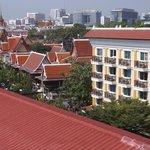 Vue sur une aile de l'Hôtel du toit terrasse