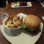 Burger & poutine