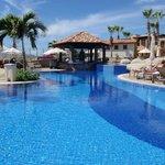 Main Pool Swim-up Bar