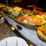 Buffet internacional, en uno de los 8 lugares para comer dentro del hotel. 10 puntos!!