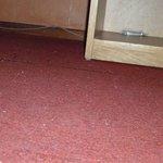 según la encargada habían aspirado la alfombra...