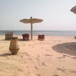 het strand bij het hotel