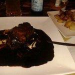 Filetto all aceto balsamico di Modena: porzione abbondante, ben preparata e presentata, salsa al