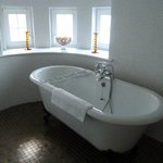Free standing bath in round turret room