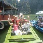 En barca hasta donde estaban los kajac