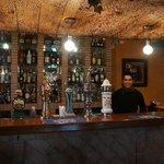 Den yngre av bartenders, mycket trevlig och gästvänlig. Tänk om alla var så som på la Herriza