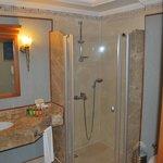 Badezimmer mit Pflegeprodukten