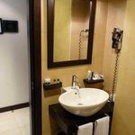 le lavabo sans tablette pour les affaires