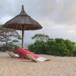 espace entre piscine et plage