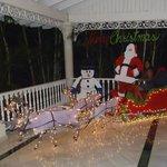 El lobby decorado por navidad