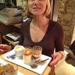 café gourmand avec un délicieux tiramisu