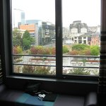 visione di parte della piazza dal finestrone