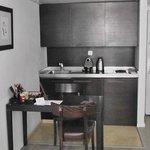 Кухонный уголок в номере отеля