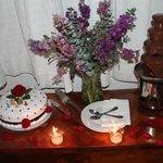 fuente de chocolate y pastel