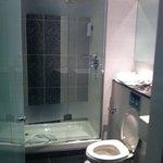 lovely clean bathroom